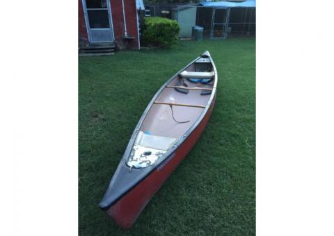 17 1/2 feet Old Town Discovery Canoe